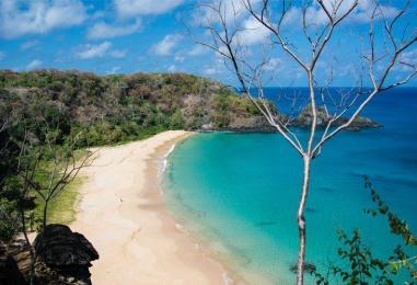 praias-brasileiras-agua-cristalina-baia-sancho-fernando-de-noronha